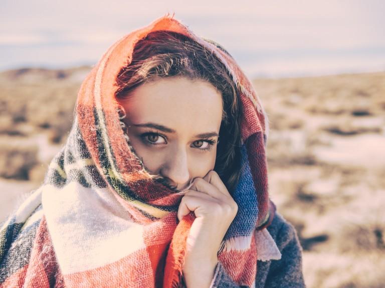 Große Schals tragen - Die perfekten Begleiter in der Übergangszeit