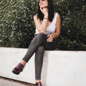 Graue Jeans kombinieren