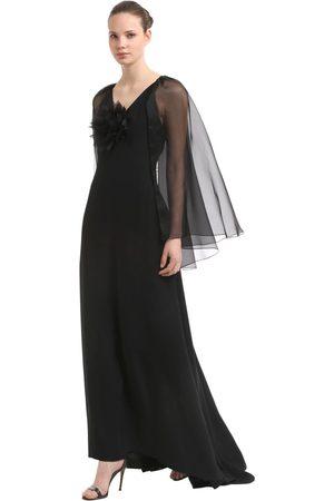 INGIE PARIS Langes Kleid Aus Kreppenvers Und Satin Mit Cape