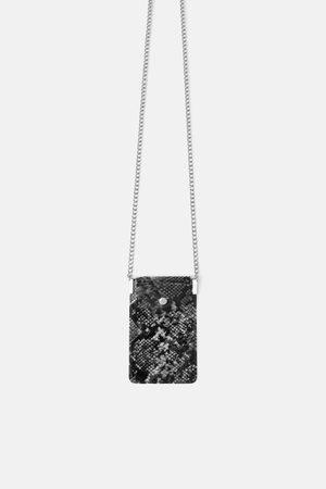 Zara Smartphone-umhängetasche aus vinyl mit animalprint
