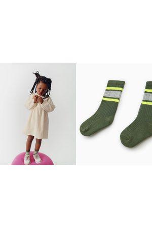 Zara Socken mit streifen in neonfarbe