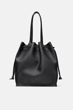 Zara Weicher shopper
