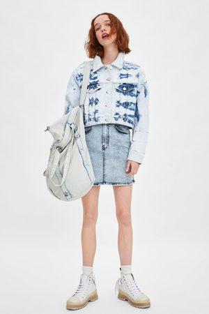 Zara Cropped-jeansjacke mit batikmuster
