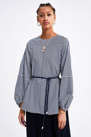 Zara Gestreifte bluse mit gürtel