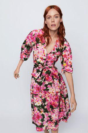 Zara Gemustertes kleid mit gürtel