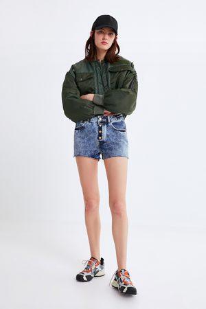 Zara Jeansshorts mit knöpfen