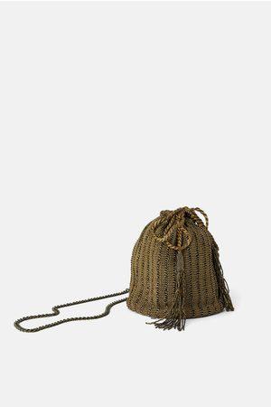 Zara Umhängetasche mit schmucksteinen und ring