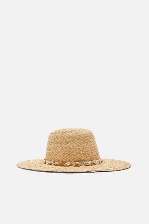 Zara Hut mit muscheln