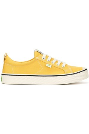 Cariuma OCA Low Stripe Spice Canvas Contrast Thread Sneaker