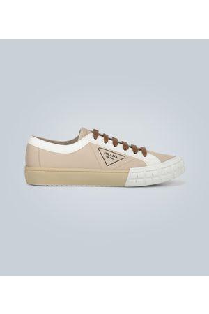 Prada Sneakers aus Canvas mit Logo-Detail