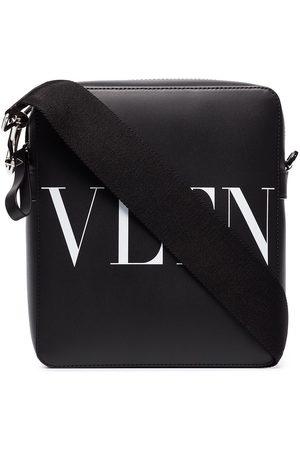 VALENTINO GARAVANI Herren Umhängetaschen - VLTN logo-print shoulder bag