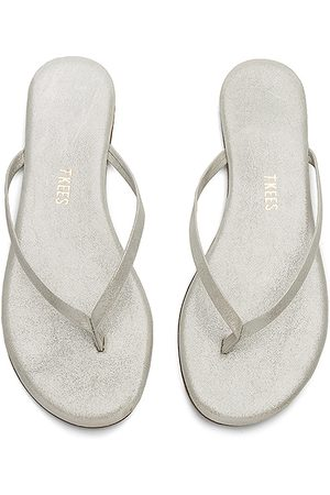 Tkees Sandal in - Metallic Silver. Size 5 (also in 10, 6, 7, 8, 9).