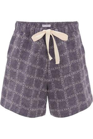 J.W.Anderson Herren Shorts - All-over logo print shorts