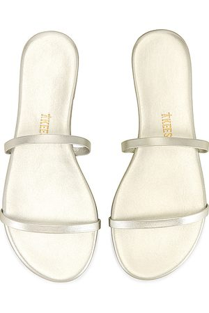 Tkees Gemma Sandal in - Metallic Silver. Size 10 (also in 5, 6, 7, 8, 9).