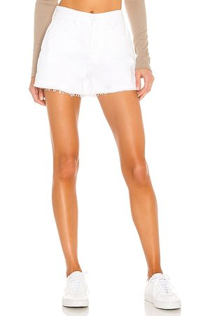 7 for all Mankind Monroe Cut Off Short in - White. Size 23 (also in 24, 25, 26, 27, 28, 29, 30, 31, 32).