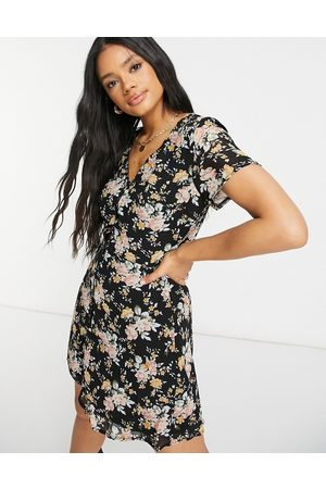Missguided Button through tea dress in black floral