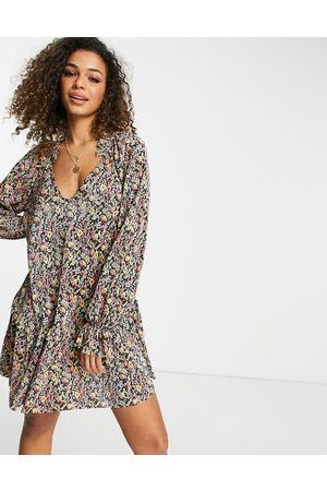 ASOS Damen Freizeitkleider - Plisse v neck long sleeve mini dress with frill hem and cuff in black and yellow ditsy floral