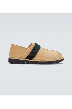 Loewe Slippers aus Veloursleder