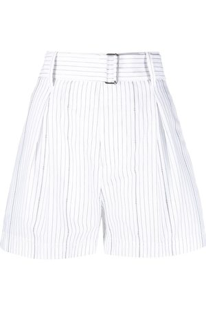 Nº21 Belted pleated shorts