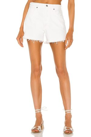 Citizens of Humanity Marlow Vintage Fit Short in - White. Size 23 (also in 24, 25, 26, 27, 28, 29, 30, 31, 32).