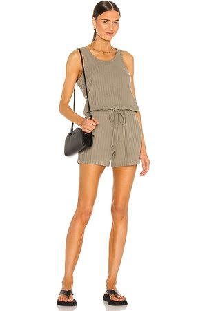 Chaser Damen Jumpsuits - Poor Boy Rib Double Scoop Tank Romper in - Army. Size L (also in S, XS, M).