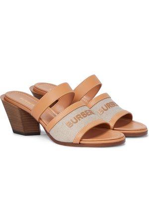 Burberry Sandalen aus Leder und Canvas
