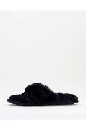 Accessorize Fluffy flip flop slipper in black