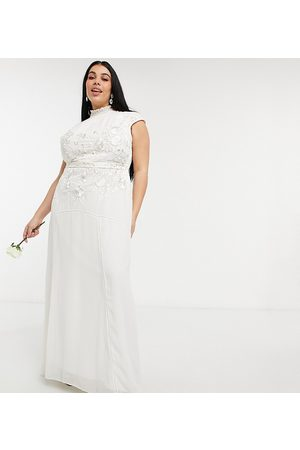 HOPE & IVY Bridal floral beaded and embroidered maxi dress with keyhole back in ivory-White