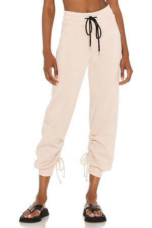 The Range Damen Jogginghosen - Cinched Sweatpants in - Nude. Size L (also in XS, S, M).