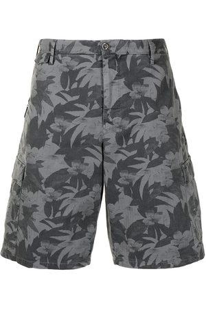 PT01 Herren Shorts - Leaf-print bermuda shorts