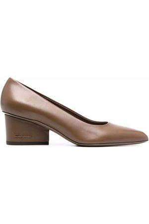 Salvatore Ferragamo Damen Pumps - Pointed toe block heel pumps