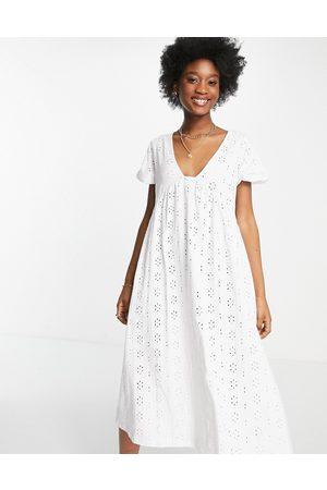 ASOS Damen Freizeitkleider - Broderie v neck midi dress with empire seam detail in white