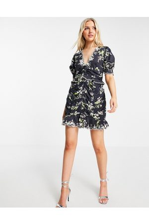 ASOS Damen Bedruckte Kleider - Floral mini dress with ruched skirt and embroidered detail-Multi