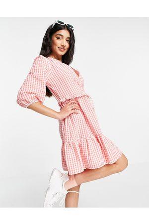 New Look Damen Wickelkleider - Wrap tie tiered mini dress in pink gingham