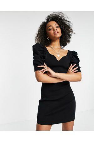 Morgan Damen Strickkleider - Knitted sweetheart neck puff sleeve midi dress in black