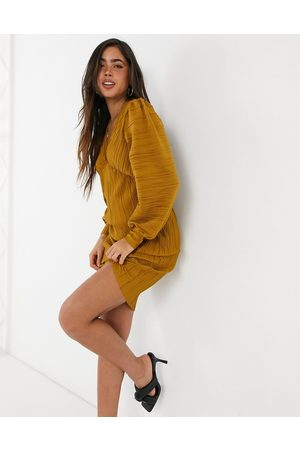 VERO MODA Mini plisse dress in golden brown-Yellow