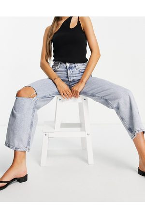 MANGO Straight jeans with knee rip in light blue