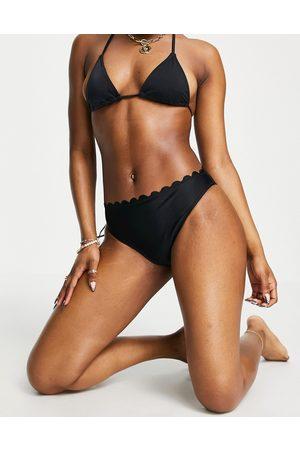 VERO MODA High waisted bikini bottoms with scallop edge in black