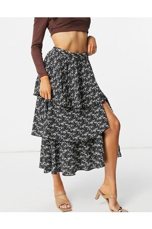 Pretty Lavish Ashton tiered midi skirt co-ord with split in pistachio-Green