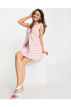 Love Triangle Damen Blazer & Sakkos - Sleeveless blazer in pink plaid co-ord