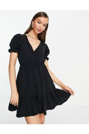 ASOS Damen Freizeitkleider - Soft denim wrap pintuck dress in black-Blue