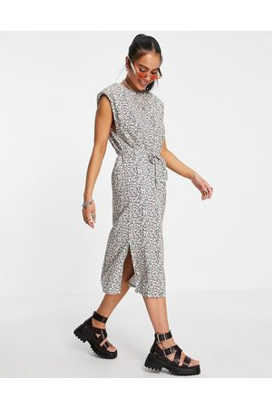 ONLY Midi dress with shoulder pads and tie waist in floral print-Black