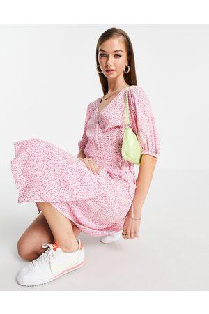 VERO MODA Wrap midi dress in pink ditsy floral-Multi