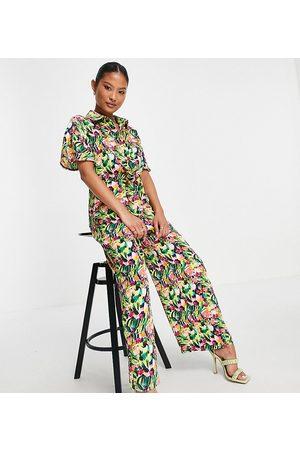 Liquorish Petite Shirt jumpsuit in floral print-Multi