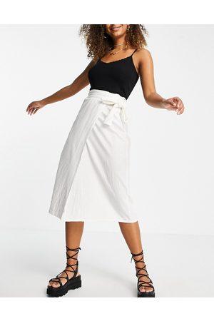 ASOS Damen Midiröcke - Wrap midaxi skirt with wrap around tie detail in white