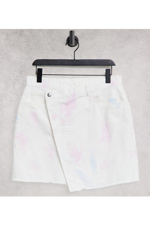 Reclaimed Vintage Damen Miniröcke - Inspired denim skirt with cross over waistband in multi bleach wash