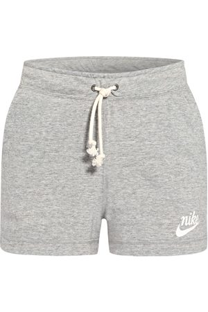 Nike Damen Shorts - Sweatshorts Sportswear Gym Vintage
