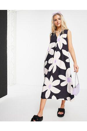 Urban Revivo Volume maxi dress in floral print-Multi