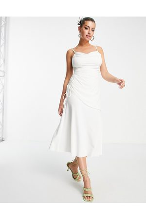 ASOS Damen Asymmetrische Kleider - Cami cowl linen mix asymmetric ruched maxi dress in ivory-White