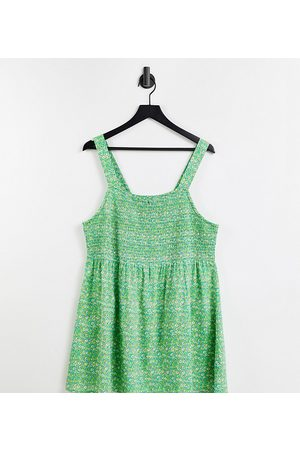 Yours Exclusive shirred cami top in green floral